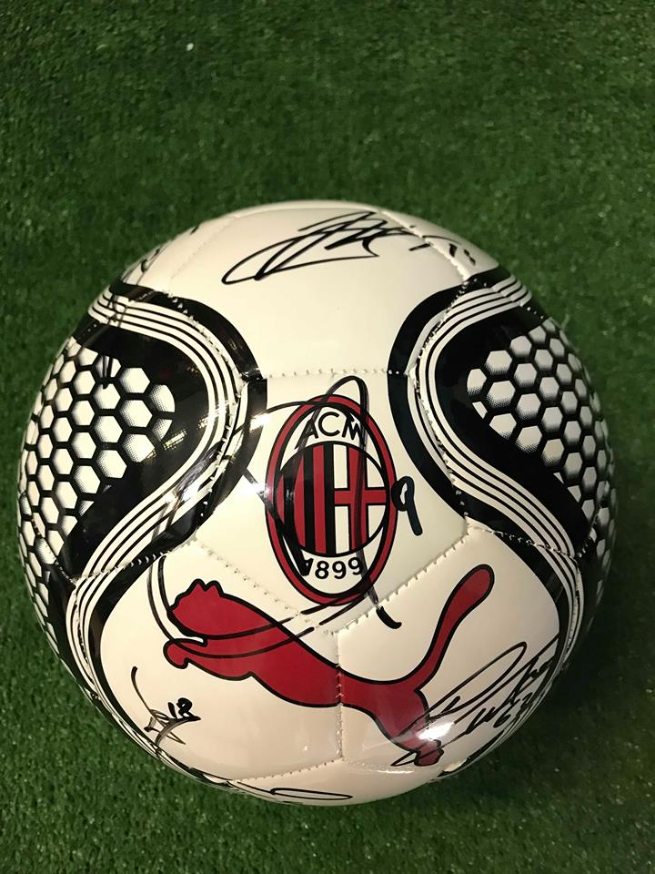Pallone Puma Bianco Autografato A.C. Milan 2018/2019