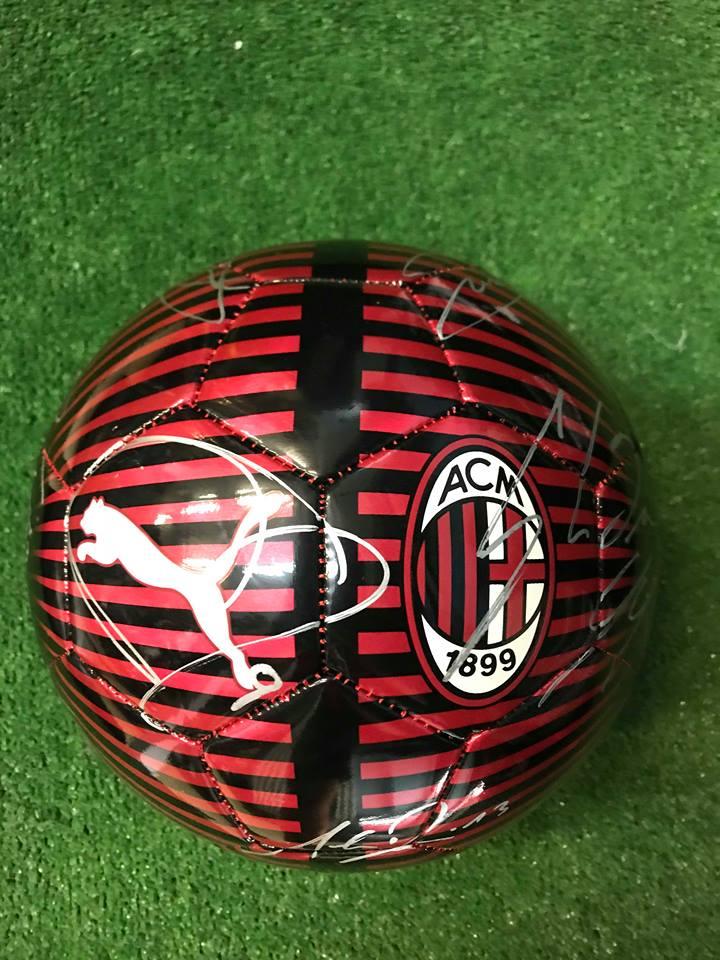 Pallone Puma RossoNero Autografato A.C. Milan 2018/2019